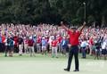 男子ゴルフ米国ツアー、フェデックス・カップ、プレーオフ最終戦、ザ・ツアー選手権最終日。優勝を喜ぶタイガー・ウッズ(2018年9月23日撮影)。(c)Tim Bradbury/Getty Images/AFP