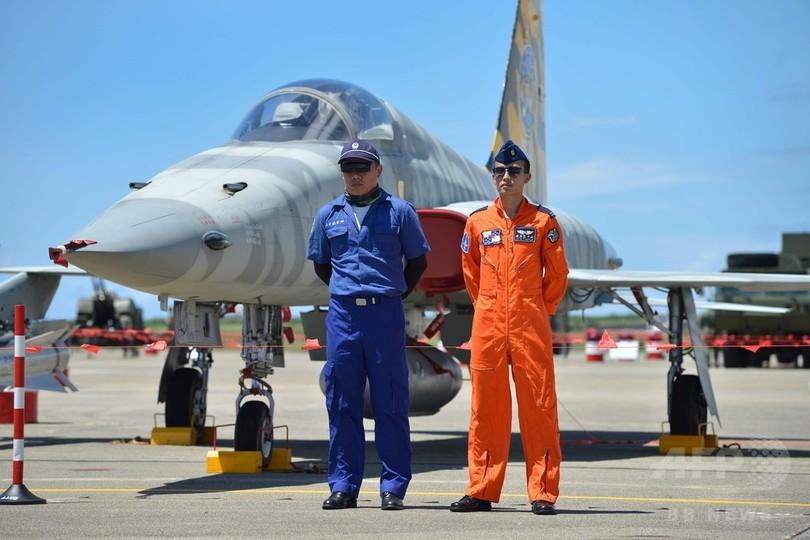 台湾空軍、航空ショーのリハーサ...