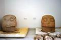 メキシコ中部プエブラ州の遺跡で、豊穣の神シペ・トテックを祭った神殿跡から見つかった石の頭像。INAH提供(2018年10月12日撮影)。(c)AFP PHOTO / INAH / MELITON TAPIA