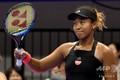女子テニス、東レ・パンパシフィック・オープン、シングルス2回戦。試合に勝利し、観客の歓声に応える大坂なおみ(2018年9月19日撮影)。(c)TOSHIFUMI KITAMURA / AFP