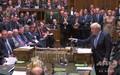 英下院で発言するボリス・ジョンソン首相(右、2019年9月4日撮影)。(c)AFP PHOTO / PRU