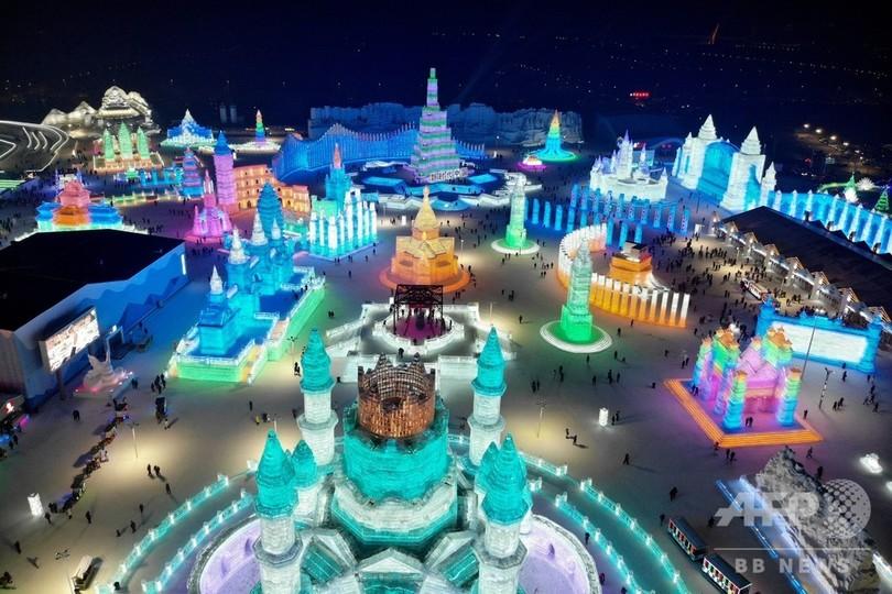 中国東北部・黒竜江省ハルビンで行われている「ハルビン国際氷雪祭」(2019年1月7日撮影)。(c)FRED DUFOUR / AFP
