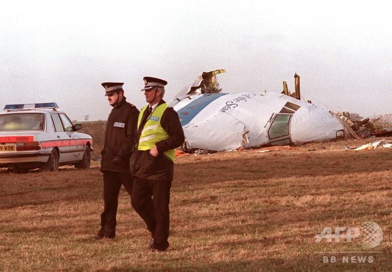 英スコットランドのロッカビー上空で爆破され地上に落下したパンアメリカン航空103便のボーイング747型機の残骸(1988年12月21日撮影)。(c)AFP/ROY LETKEY