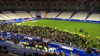 動画:仏パリ連続襲撃事件、サッカースタジアム8万人が避難