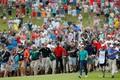 男子ゴルフ米国ツアー、フェデックス・カップ、プレーオフ最終戦、ザ・ツアー選手権最終日。18番グリーンへ向かうタイガー・ウッズ(2018年9月23日撮影)。(c)Kevin C. Cox/Getty Images/AFP