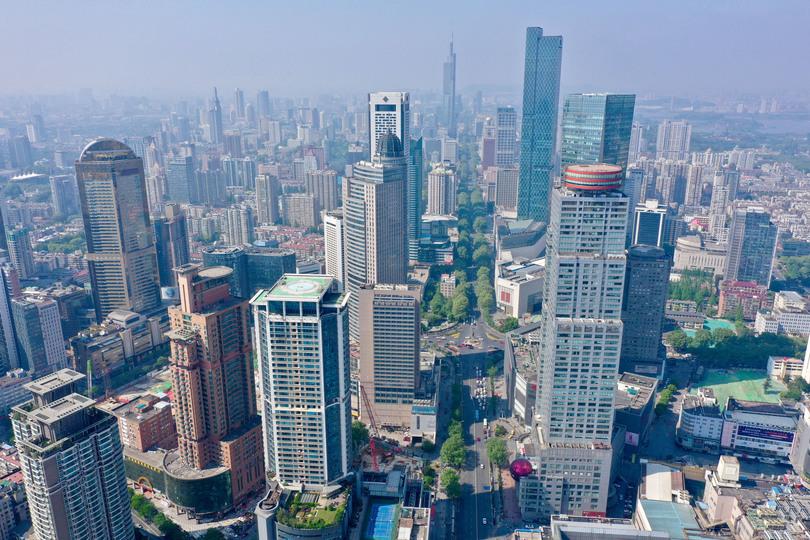 小型無人機から撮影した南京市の繁華街、新街口(2019年4月19日撮影)。(c)Xinhua News
