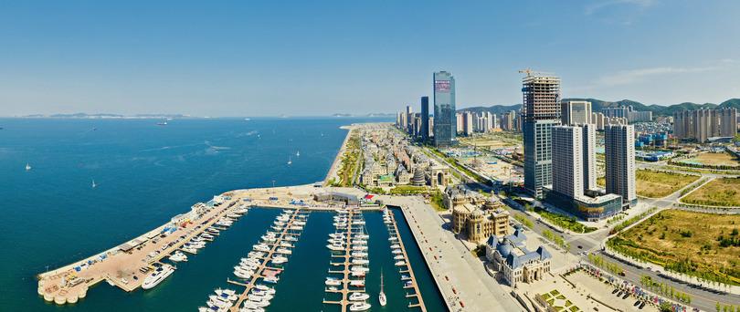 上空から見た大連市東港周辺(2019年6月7日撮影、小型無人機から)。(c)Xinhua News
