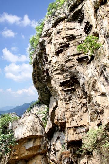 珙県の九盞灯懸棺、珙県文化広播電視・観光局提供(撮影日不明)。(c)Xinhua News