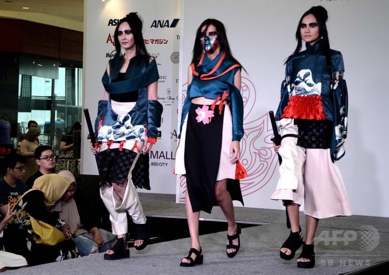 テーマは「日本」、学生たちがファッションショー インドネシア