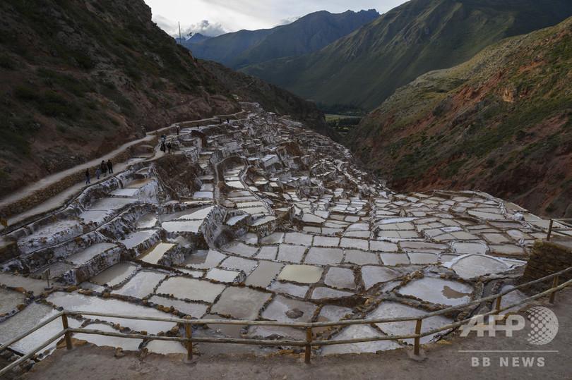 ペルー・クスコ郊外に位置するマラスの塩田(2019年4月27日撮影)。(c)AMOS GUMULIRA / AFP