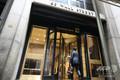 米ニューヨークにあるドイツ銀行米国本社の玄関(2019年7月8日撮影)。(c)Spencer Platt/Getty Images/AFP