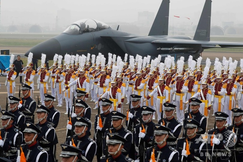 韓国・大邱の空軍基地で「国軍の日」の式典に参加する韓国軍兵士(2019年10月1日撮影)。(c)JEON HEON-KYUN / POOL / AFP