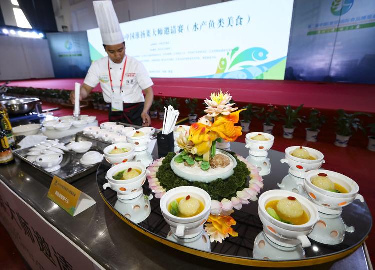 中国淮揚料理招待試合で調理するシェフ(2019年5月8日撮影)。(c)Xinhua News