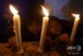 パキスタンのカラチで、スリランカで起きた連続爆発事件の犠牲者を追悼するキリスト教徒の子どもたち(2019年4月21日撮影)。(c)RIZWAN TABASSUM / AFP