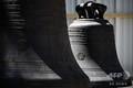 大火災から約1か月が経過した仏パリのノートルダム大聖堂で、集められた鐘(2019年5月15日撮影)。(c)Philippe LOPEZ / various sources / AFP